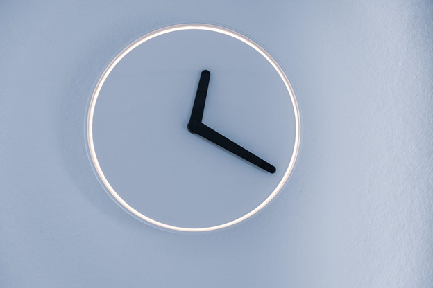 Time spent learning Italian - a photo of a clock showing time 12:20